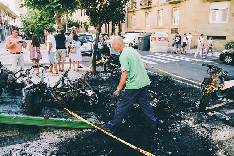 Estado en que quedaron las motos tras el incendio del día 6, el último que ha tenido lugar. Foto: Santiago Farizano.