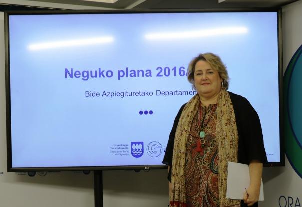 Oiarbide dando a conocer el plan de vialidad. Foto: Diputación