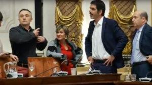 Foto extraída de la emisión del pleno