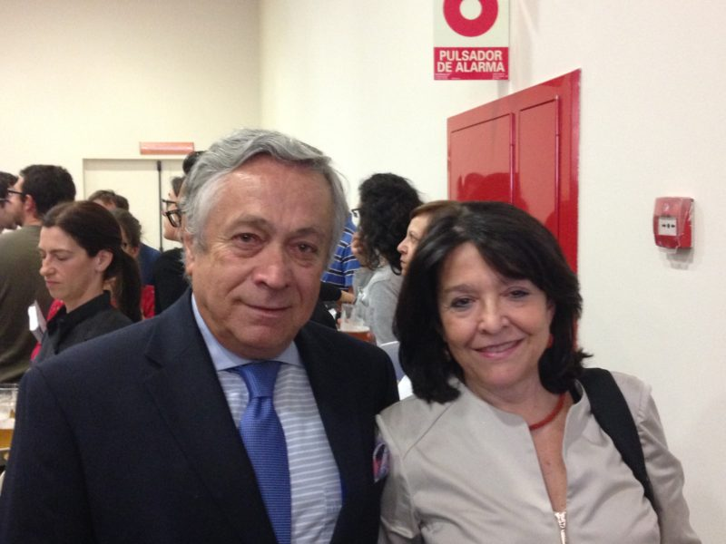 Fernando Pesquera, presidente de AECC Gipuzkoa con la doctora Toribio del Centro de Biología Molecular Severo Ochoa CSIC-UAM. Foto:  AECC