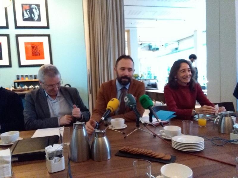 El diputado Denis Itxaso, en el centro. Foto: A.E.