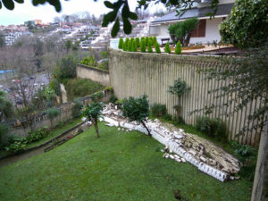 Imagen de un muro desprendido en Bera-Bera. Foto: S. G. I