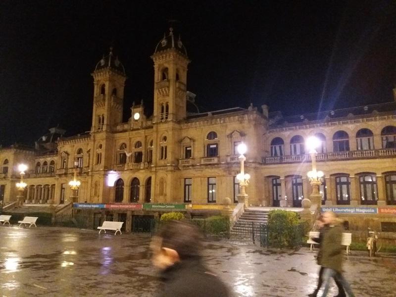 El Ayuntamiento 'apagado' durante la Hora del Planeta de 2017. Foto: Santiago Farizano