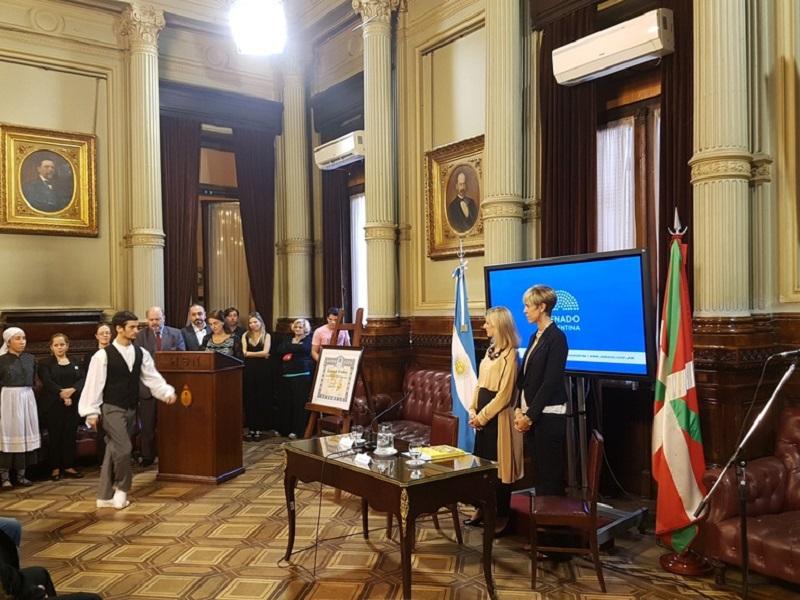 Acto en homenaje de Laurak Bat ayer en el Senado argentino. Foto: Gobierno vasco