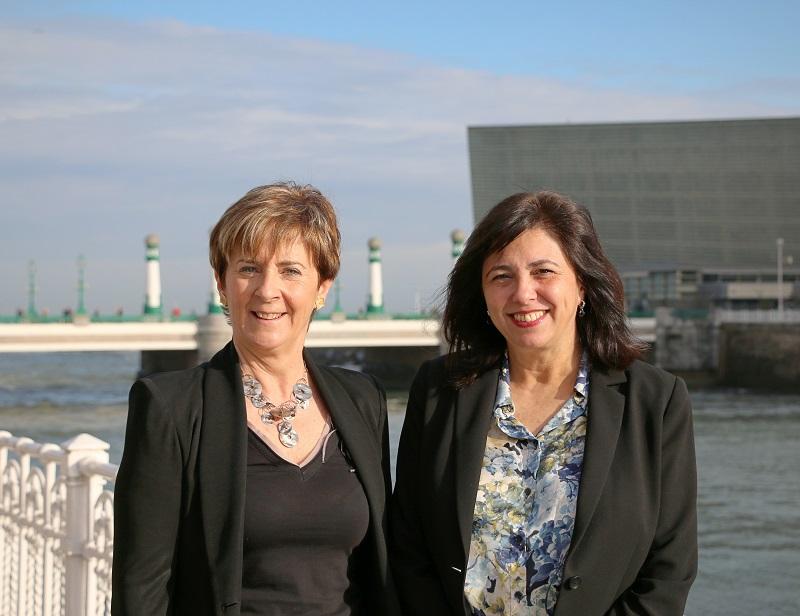 La presidenta de Siemens España, Rosa García, y Arantxa Tapia
