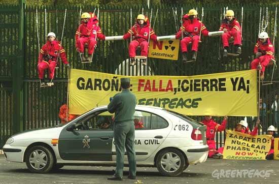 Protesta de Greenpeace mientras la central estaba aún abierta. Foto: Greenpeace