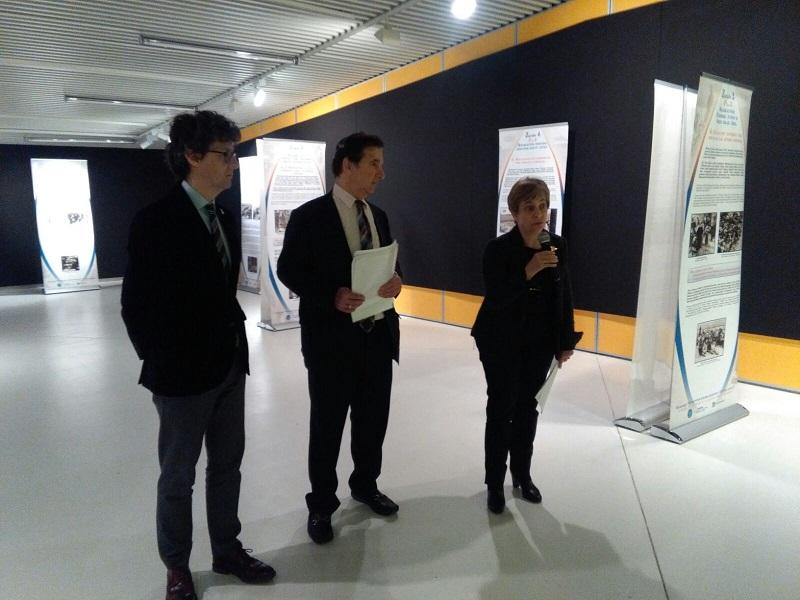 Presentación de la muestra esta mañana en Aiete con Miren Azkarate, Juan Ramón Viles y Laurence Franks. Foto: A.E.