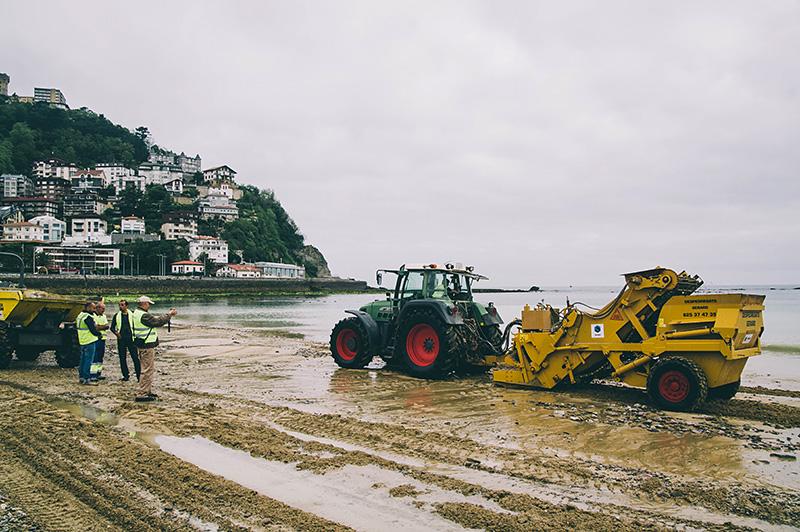 Trabajos de recogida de piedras en mayo del pasado año. Foto: Santiago Farizano