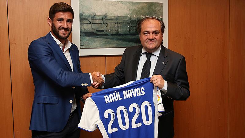Raul Navas firma su renovacion. Foto: Real Sociedad