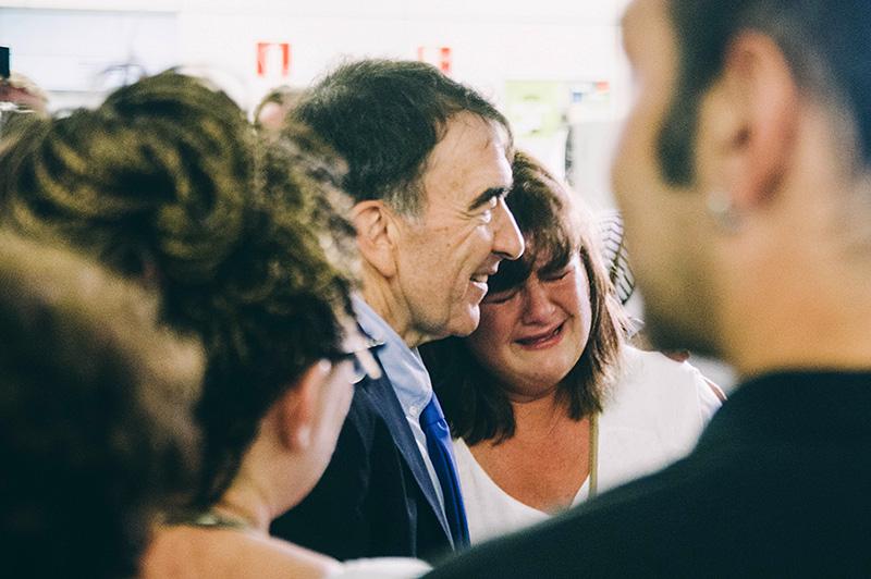 La madre de Julen y su abogado tras conocer la sentencia. Foto: Santiago Farizano