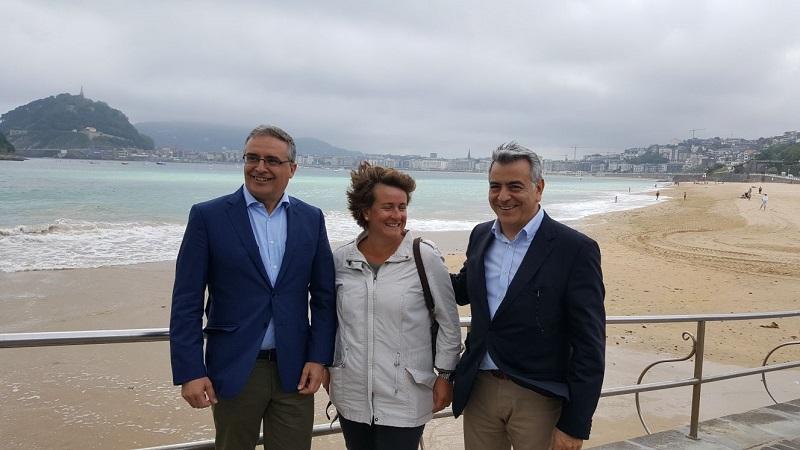 Foto de archivo del subdelegado en Gipuzkoa José Luis Herrador, la popular Miren Albistur y el delegado Javier de Andrés. Foto: Delegación de Gobierno