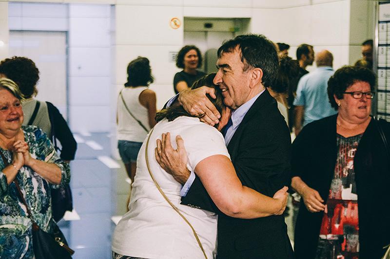 El pasado 27 de junio, la madre de Julen y el abogado tras conocerse la sentencia. Foto: Santiago Farizano