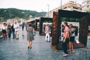 donostitik salgado zurriola 2 300x200 - 'Génesis' abandona La Zurriola tras asomar a miles de donostiarras y visitantes al mundo de la fotografía