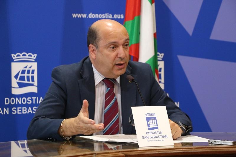 El concejal Jaime Dominguez-Macaya informará sobre las ordenanzas fiscales. Foto: Ayto.
