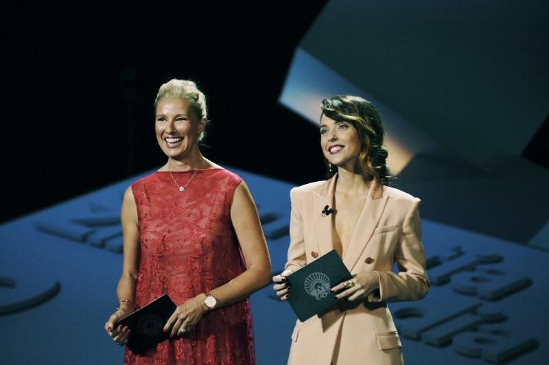 Anne Igartiburu y Leticia Dolera durante la inauguración. Foto: Santiago Farizano