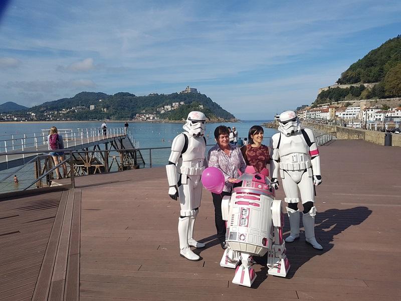 R2-KT y sus asistentes imperiales en una imagen de archivo. Foto: Ayto.
