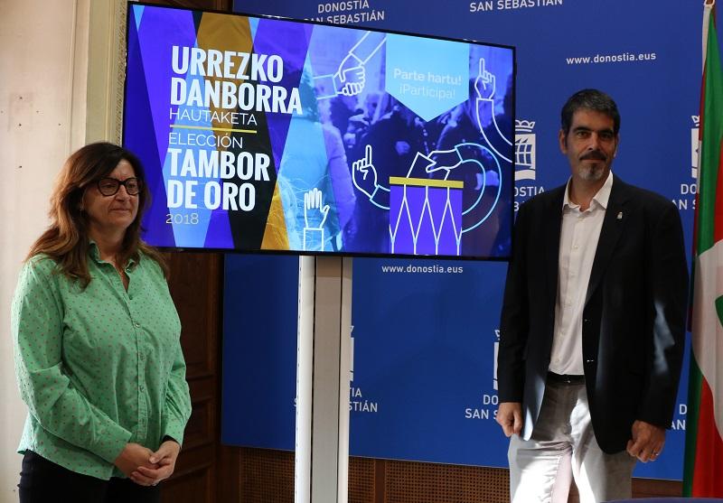 La concejala Duñique Agirrezabalaga y el alcalde Eneko Goia durante la presentación del sistema de elección. Foto: Ayto