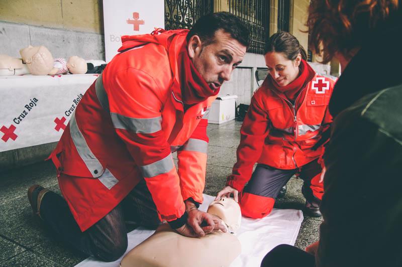 Taller de reanimación cardiopulmonar en la plaza Gipuzkoa. Foto: Santiago Farizano