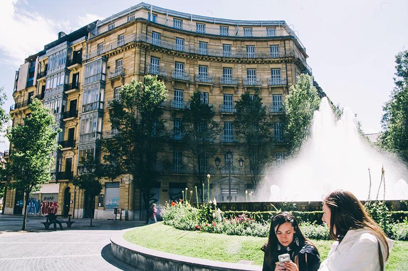 Plaza de Bilbao, donde se encuentra el edificio a la venta. Foto: Santiago Farizano