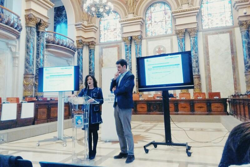 La consejera Beatriz Artolazabal y el alcalde Eneko Goia esta mañana. Foto: A.E.