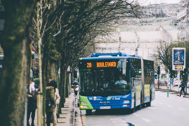 Imagen de un autobús diurno en Amara. Foto: Santiago Farizano