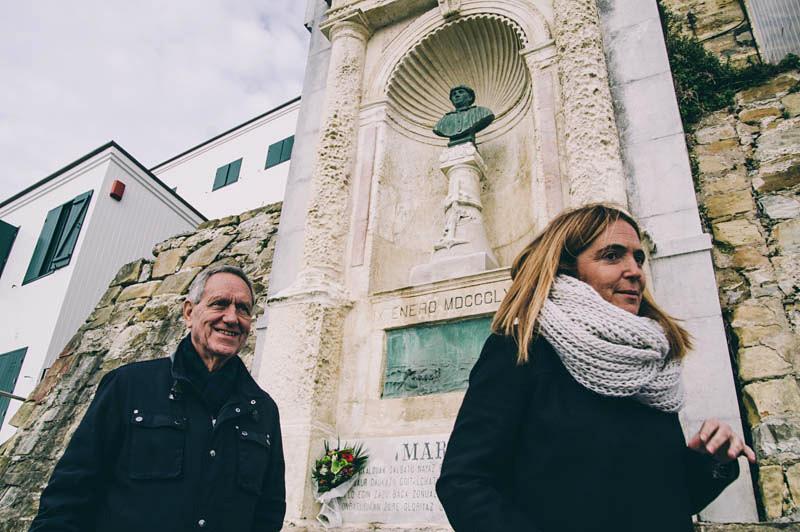 Esta mañana, homenaje ante el busto de Aita Mari. Foto: Santiago Farizano