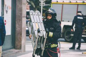donostitik kutxa inendio 02 300x200 - Los bomberos sofocan un pequeño fuego en el interior de unos cajeros de Kutxa en Amara Berri