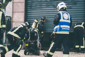 donostitik kutxa inendio 05 300x200 - Los bomberos sofocan un pequeño fuego en el interior de unos cajeros de Kutxa en Amara Berri