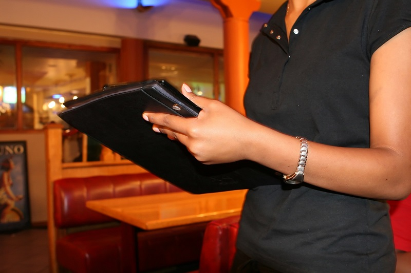 El sector servicios es donde más diferencias salariales se observan.