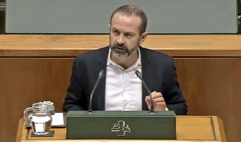 José Ramón Becerra, parlamentario de Elkarrekin Podemos. Foto: Twitter Podemos
