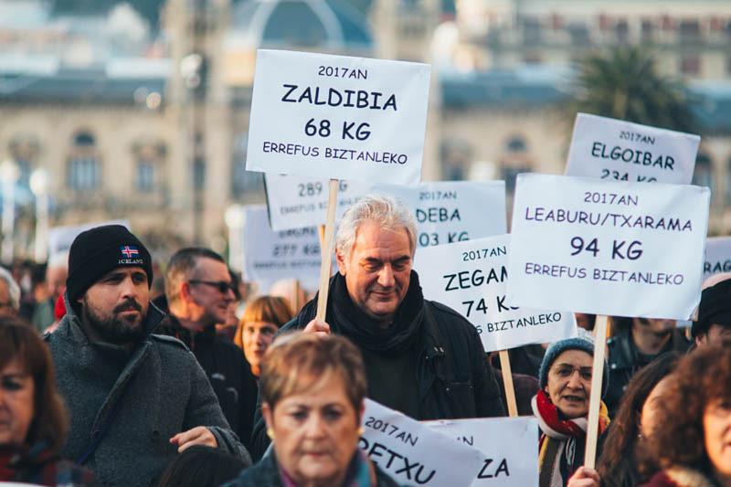 Manifestación contra la incineradora por las calles de Donostia. Foto: Santiago Farizano