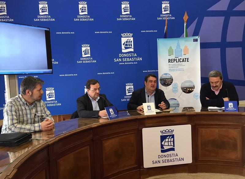 Josu Dacosta (Usuarios Polígono 27), Juan Genua (Leycolan), Ernesto Gasco, teniente alcalde y Euken Sesé, gerente de Fomento de San Sebastián. Foto: Ayto.