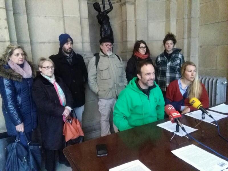 Representantes de la plataforma Belartza 2 el pasado marzo en el Ayuntamiento. Foto: A.E.