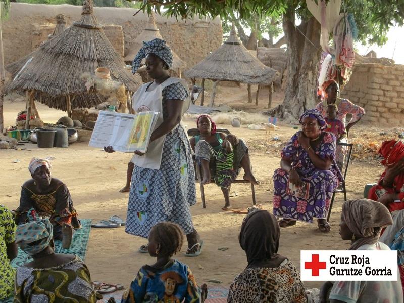 Imagen de un pueblo de Mali donde se desarrolla el proyecto de Cruz Roja financiado por la Diputación contra la mutilación genital.