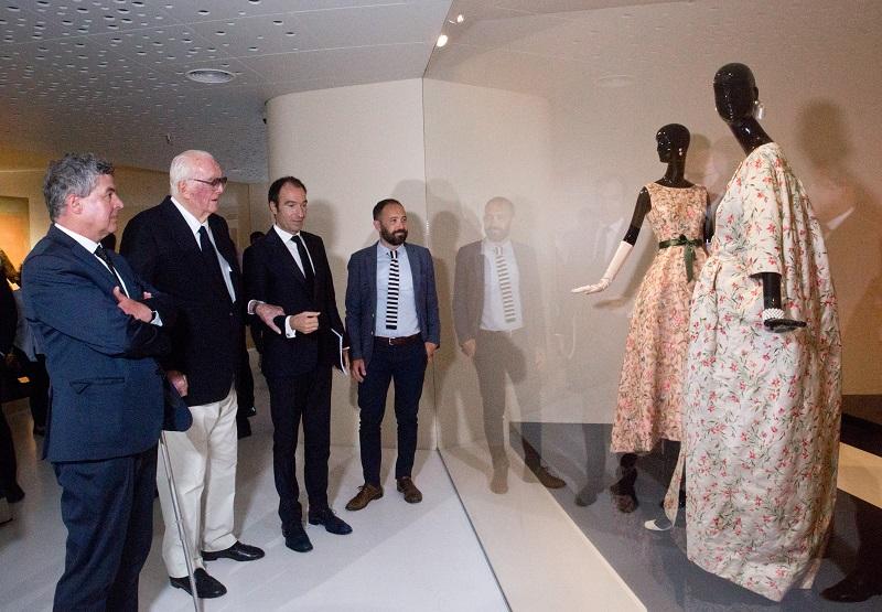 Givenchy en el Museo Balenciaga con motivo de la muestra de la colección de Rachel Mellon.