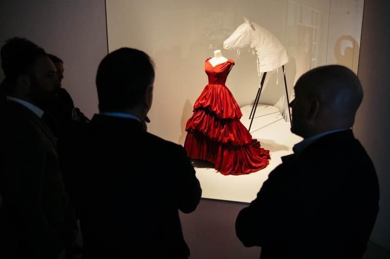 Una de las piezas más admiradas hoy en Balenciaga. Foto: Santiago Farizano