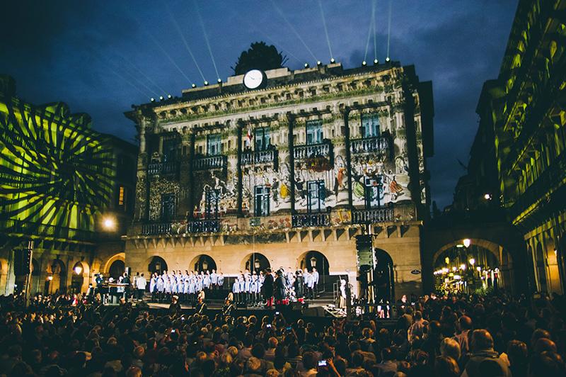 El Orfeón en la plaza de la Constitución. Foto: Santiago Farizano