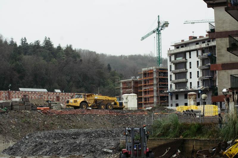 Construcción de viviendas en Txomin. Foto: Santiago Farizano
