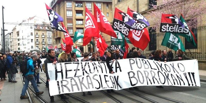 Imagen de la marcha de ayer en Gasteiz que hoy se repetirá a las 12 en las tres capitales. Foto: LAB