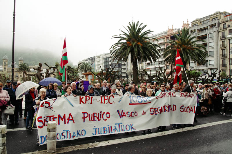 Esta mañana frente al Gobierno vasco en la calle Andia. Foto: Santiago Farizano