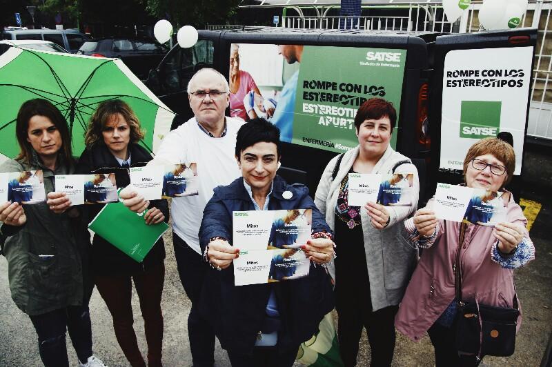 Furgoneta de Satse ante el hospital Donostia durante una campaña. Foto: Santiago Farizano