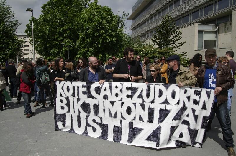 Imagen de la concentración del día 4 de mayo ante los juzgados. Foto: Santiago Farizano