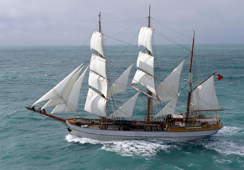 El Kaskelot protagonizará mañana la entrada de las embarcaciones en la localidad.