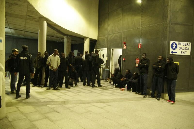 Migrantes en Donostia. Foto. Santiago Farizano