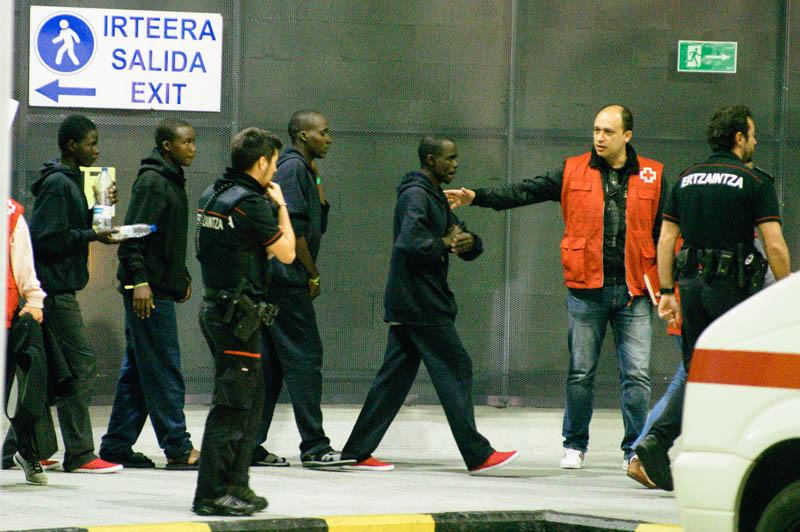 Migrantes que   llegaron el 18 de junio a la estación de autobuses de Donostia. Foto: DonostiTik.com