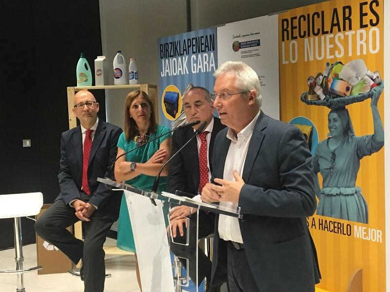 Los diputados de Medio Ambiente y el consejero en su encuentro. Foto: Gobierno vasco