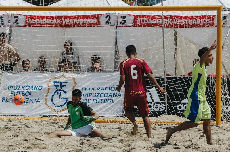 Melilla marcando en la final ante Murcia. Foto: Santiago Farizano