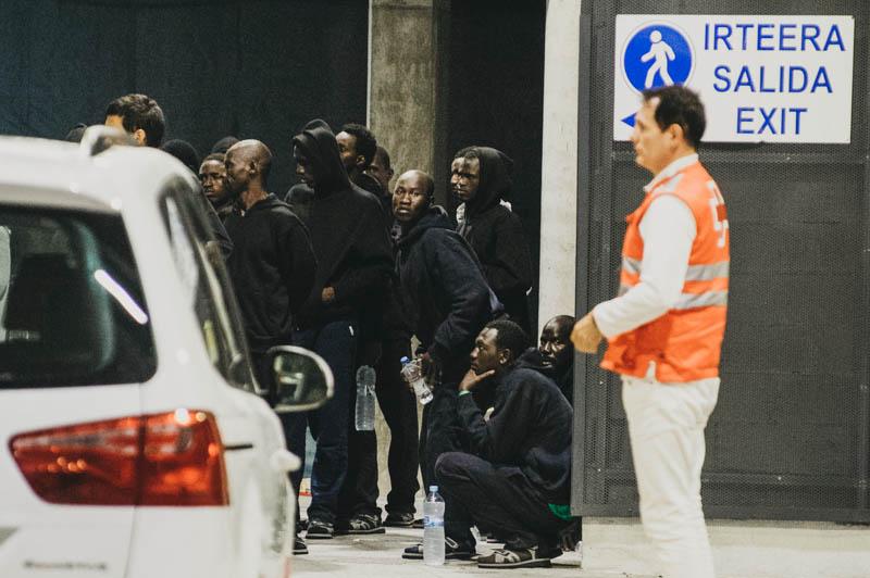 Los subsaharianos llegados el 18 de junio a la estación de autobús de Donostia. Foto: Santiago Farizano