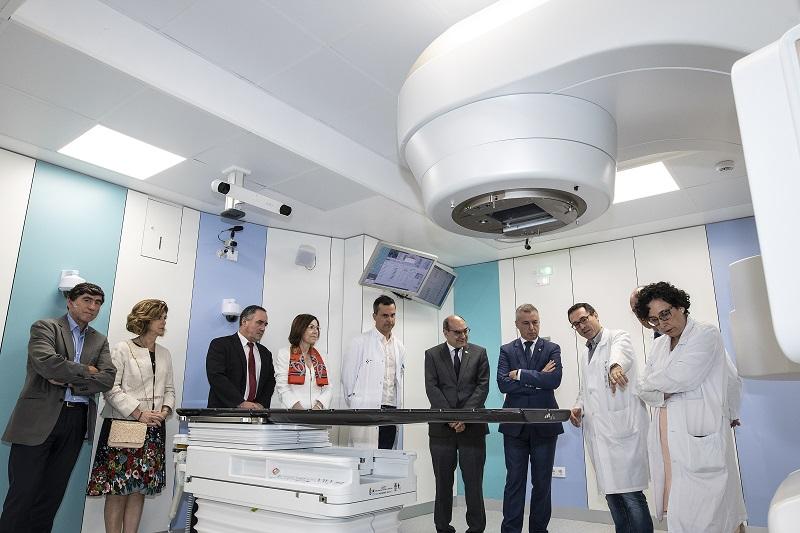 Visita de Urkullu al Hospital Donostia, ayer. Foto: Gobierno vasco