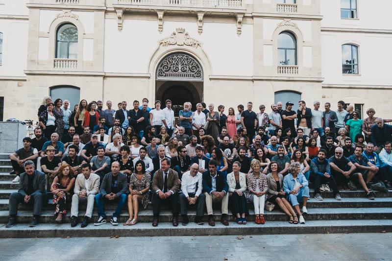 Foto de familia de los representantes del cine vasco que se verá en el Zinemaldia. Fotos: Santiago Farizano